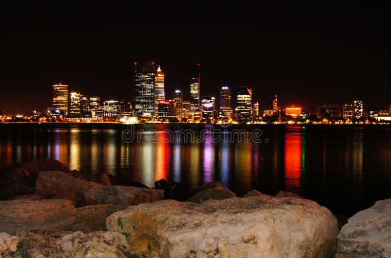 Perth horisont på natten royaltyfri foto