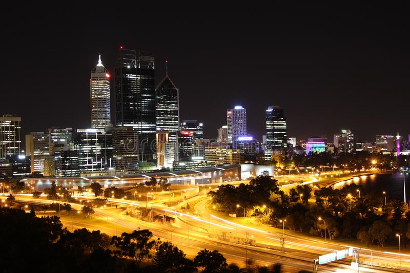 Perth nachts lizenzfreie stockfotos