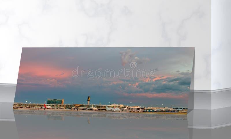 Perto do mármore a parede é uma foto panorâmico de um céu enorme com clo imagem de stock royalty free