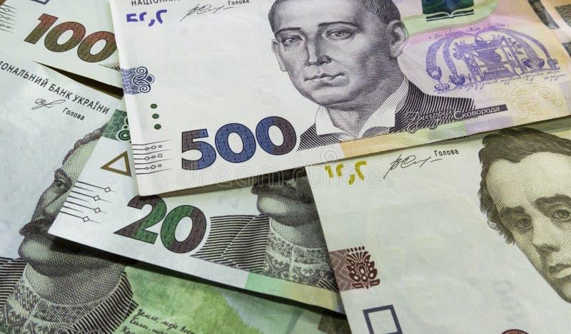 Perto vie acima do dinheiro ucraniano 100, o grivnia 500 para o projeto e projetos criativos foto de stock royalty free