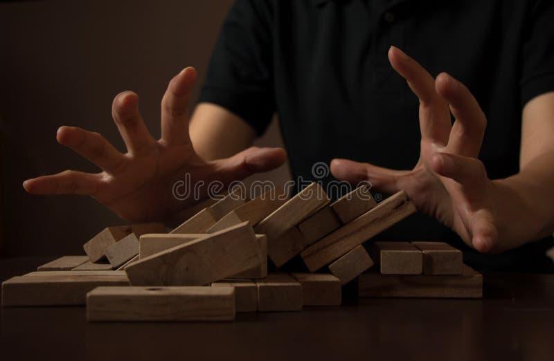 Perturbez le concept d'idées d'affaires avec la pile en bois photographie stock libre de droits