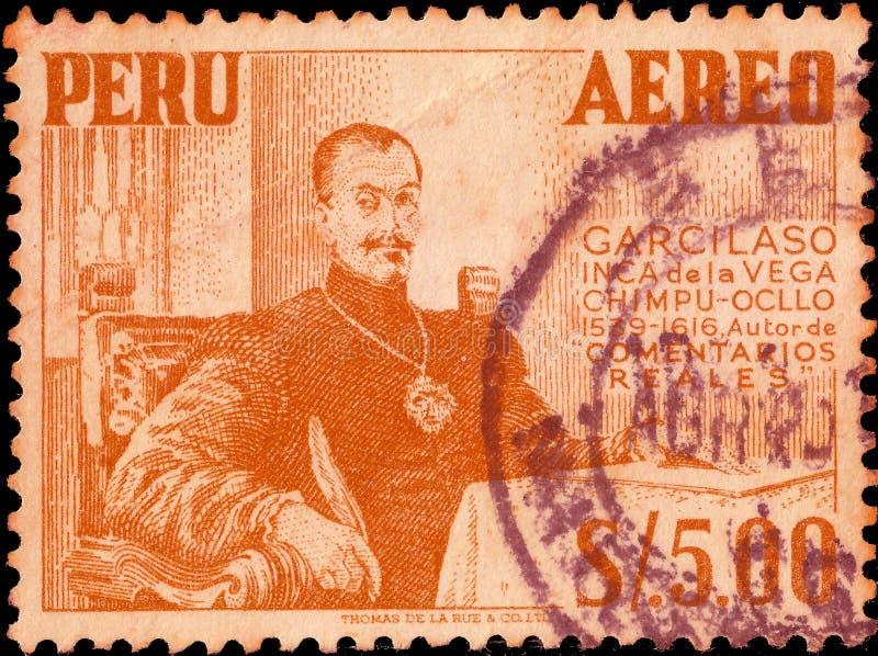 Peru cerca de 1953: Selo postal cancelado impresso pelo Peru, que mostra o soldado e o poeta de Garcilaso de la Vega1503-1536 Esp fotos de stock royalty free