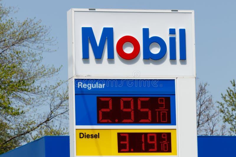 Peru - circa im Mai 2018: Mobil-Tankstelle Signage Mobil verschmolz mit Exxon, um ExxonMobil zu werden, das als XOM I gehandelt w stockfoto
