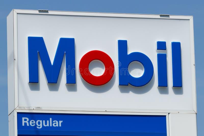 Peru - circa im Mai 2018: Mobil-Tankstelle Signage Mobil verschmolz mit Exxon, um ExxonMobil zu werden, das als XOM II gehandelt  lizenzfreie stockfotos