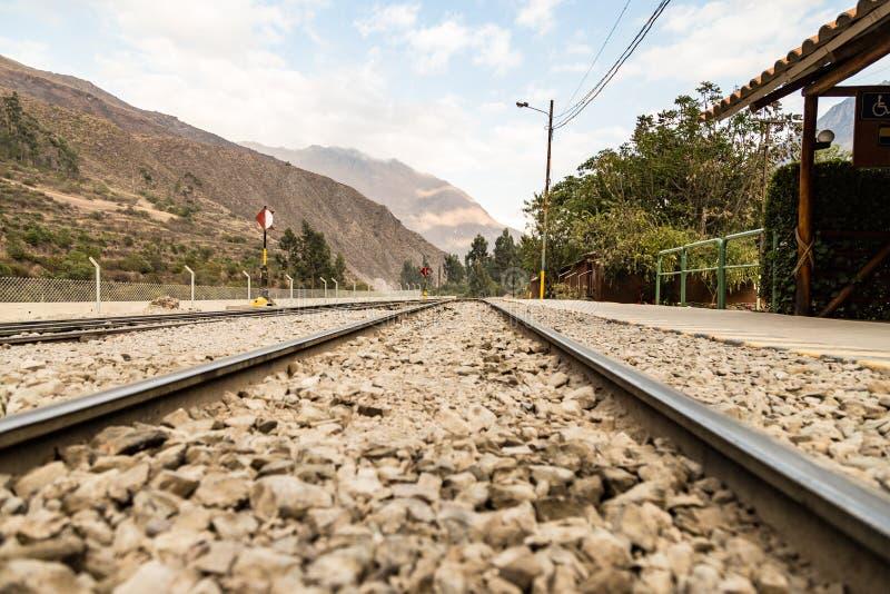 Peru, estação de caminhos-de-ferro em Ollantaytambo fotografia de stock royalty free
