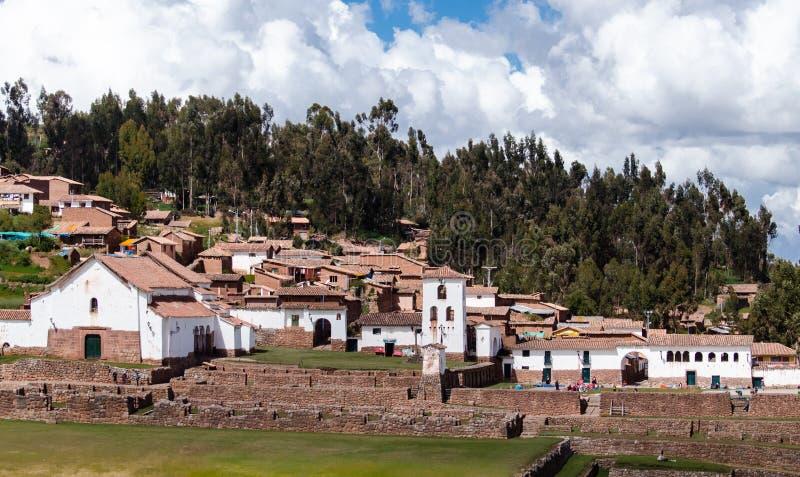 Peru, Maj, Chinchero wioska w Świętym dolina domu lokalni tkacze fotografia stock
