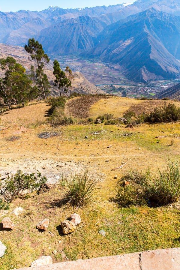 Peru Ollantaytambo-Inca fördärvar av den sakrala dalen i Anderna berg, Sydamerika fotografering för bildbyråer