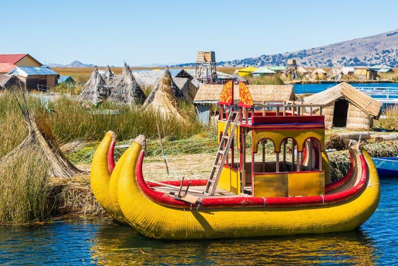 Peru peruano de flutuação de Andes Puno das ilhas de Uros fotografia de stock royalty free