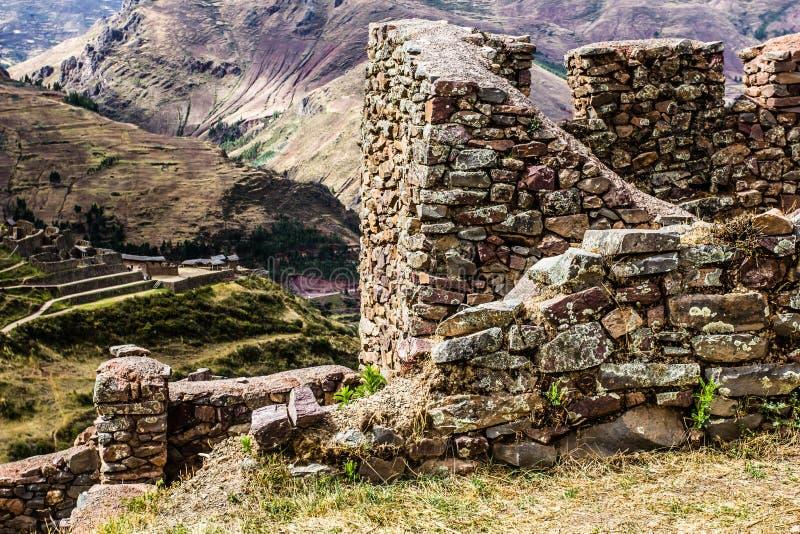 Peru Pisac (Pisaq) - Inca fördärvar i den sakrala dalen i peruanska Anderna fotografering för bildbyråer