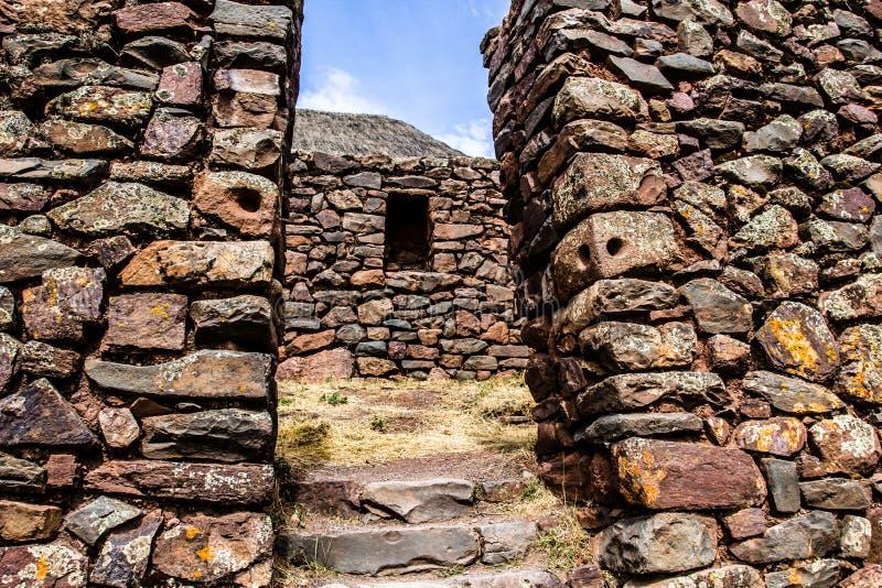 Peru, Pisac (Pisaq) - ruínas do Inca no vale sagrado nos Andes peruanos fotografia de stock royalty free