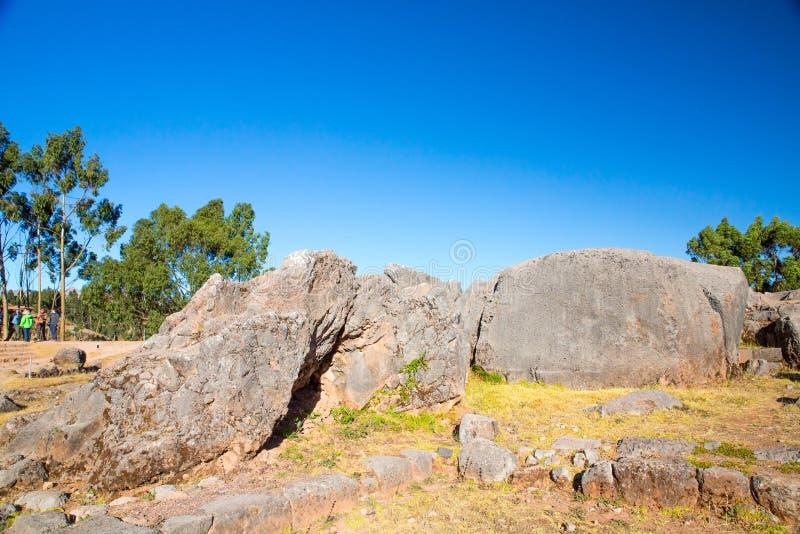 Peru Qenko som lokaliseras på arkeologiskt, parkerar av Saqsaywaman. Sydamerika. royaltyfri foto