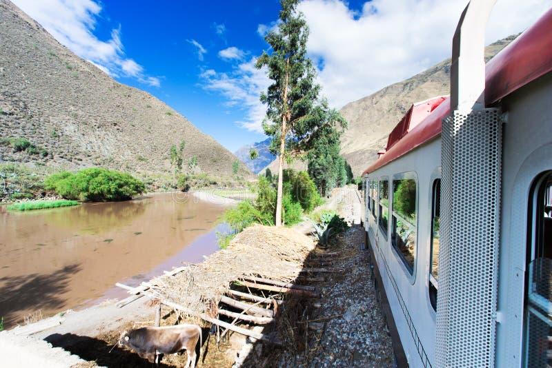Peru Rail från Cuzco till Machu Picchu fotografering för bildbyråer