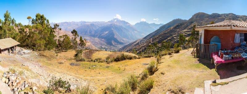 Peru, ruínas do Ollantaytambo-Inca do vale sagrado em montanhas de Andes, Ámérica do Sul imagem de stock royalty free