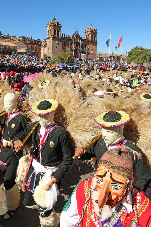 Peruaanse dansers met maskers op de jaarlijkse Fiesta del Cusco, 2019 stock afbeelding