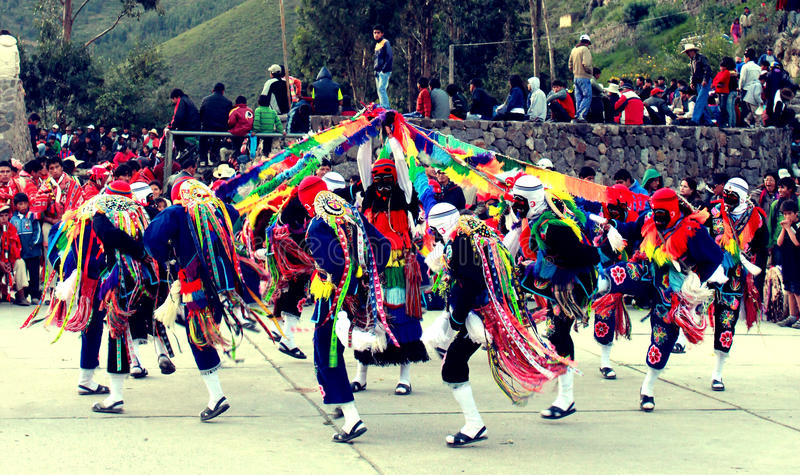 Peruaner tanzt bei Ollantaytambo stockfotografie