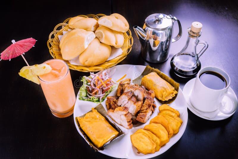 Peruanisches chicharron Betrug der Lebensmittelfrühstücksgefüllten maismehltaschen stockbild
