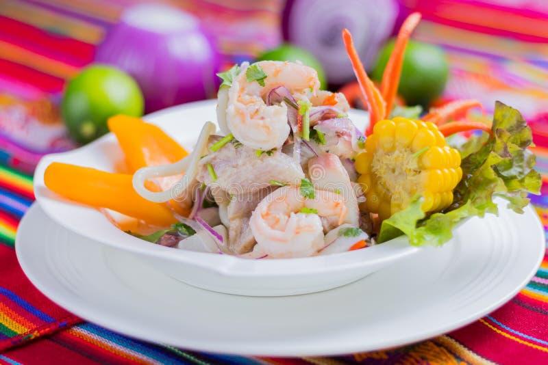 Peruanisches Lebensmittel: Fische ceviche lizenzfreies stockfoto