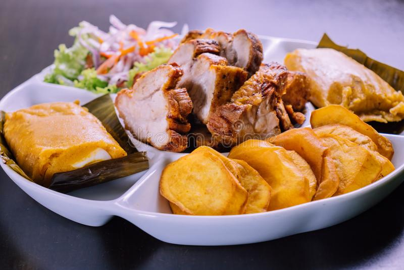 Peruanisches Lebensmittel: Frühstück desayuno peruano stockbild