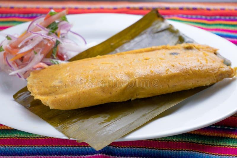 Peruanisches Lebensmittel: tamal, gefüllte Maismehltaschen lizenzfreies stockbild