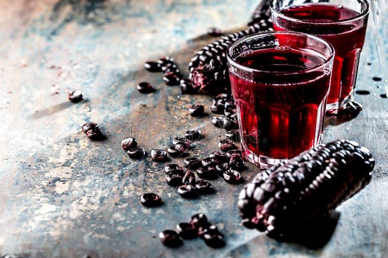 PERUANISCHES PURPURROTES MAIS-GETRÄNK Chicha-morada purpurrotes süßes traditionelles peruanisches Maisgetränk stockfotografie