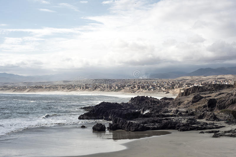 Peruansk kustlinje, Chala royaltyfri foto