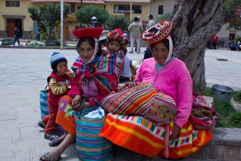 Peruansk kvinna och barn arkivfoton