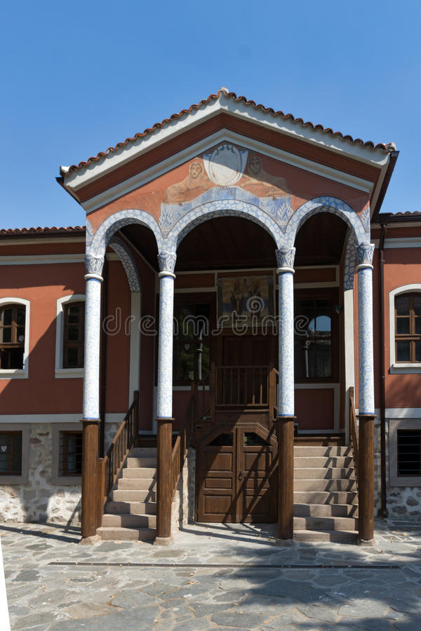 PERUSHTITSA, BULGARIA - SEPTEMBER 4 2016: The building of Danov School from the 19th century, Perushtitsa, Bulgari royalty free stock photos