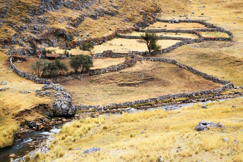 Peruviaans bergdorp stock afbeelding