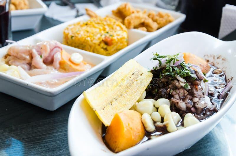 Peruviaans voedsel: conchasnegras cebiche stock foto