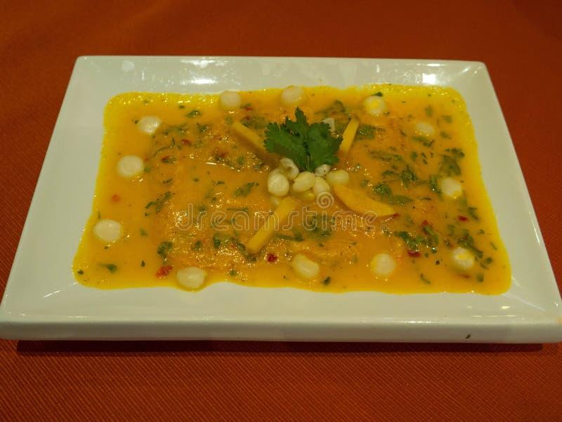 Peruviaans voedsel, Tiradito DE Trucha stock afbeelding