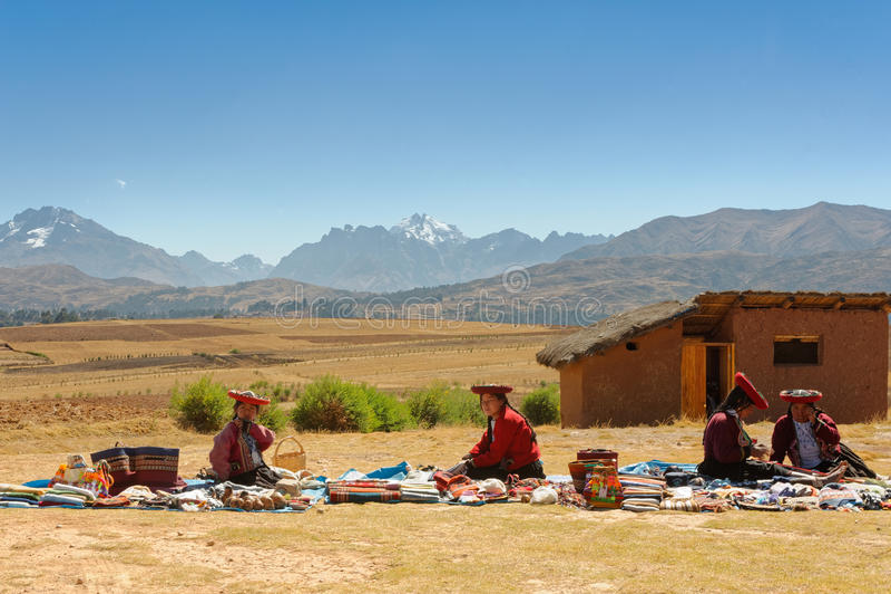 Peruviaanse Vrouwen in Traditionele Kleding stock foto's