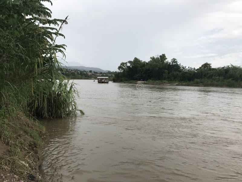 Peruvian do banco de rio fotografia de stock