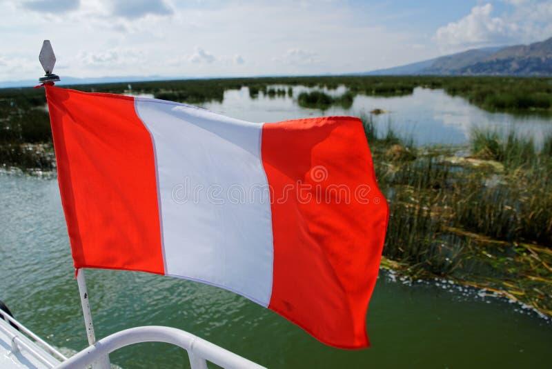Peruwiańska flaga na łodzi fotografia stock