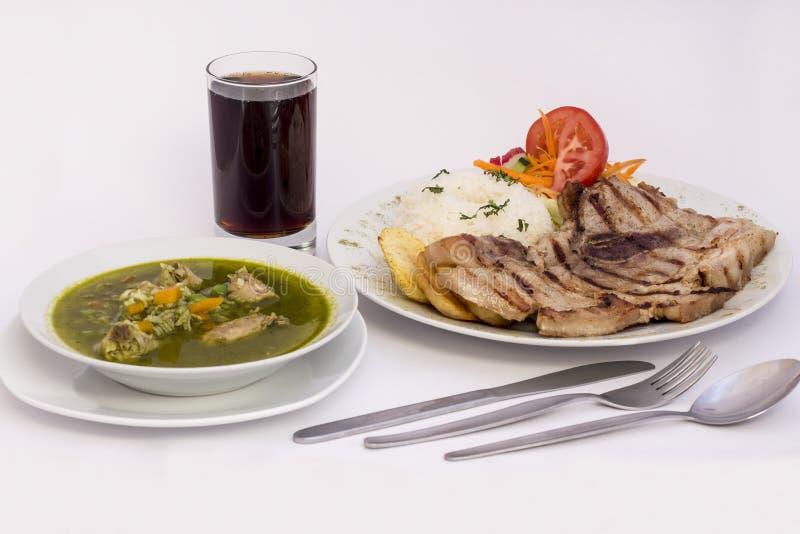 Peruwiański naczynie: Kurczak polewka morada i grill kolenderów) +chicha piec na grillu, ryż (purpurowy kukurydzany sok) obrazy royalty free