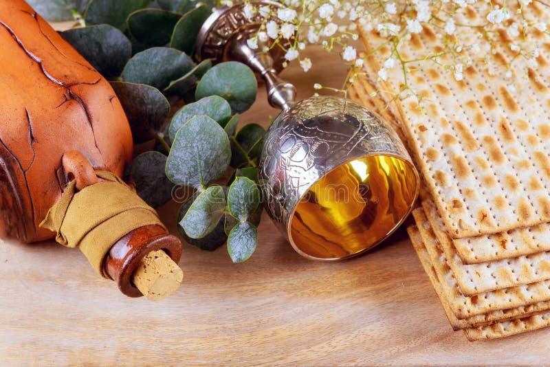 Pesach påskhögtidsymboler av stor judisk ferie Traditionell matzoh, matzah eller matzo arkivbilder
