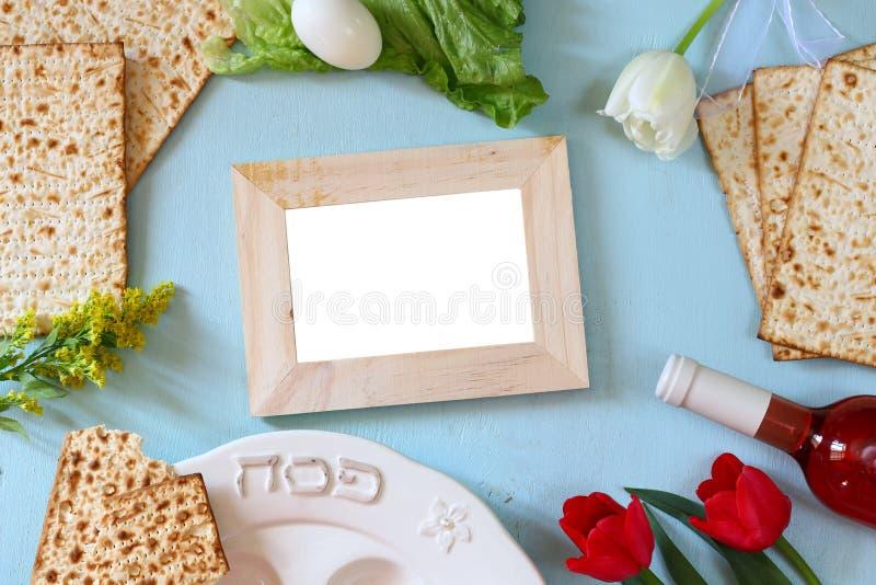 Pesah świętowania pojęcie z winem i matza (żydowski Passover wakacje) obraz royalty free