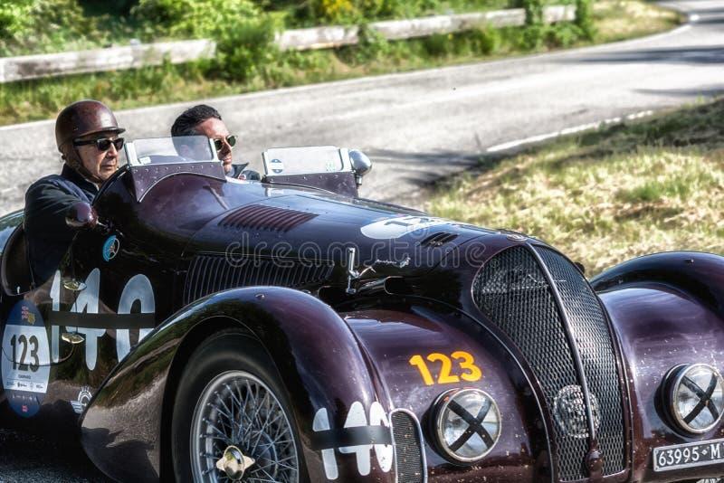 PESARO COLLE ΣΑΝ ΜΠΑΡΤΌΛΟ, ΙΤΑΛΊΑ - 17 ΜΑΐΟΥ - 2018: ALFA ROMEO 6C 2300 Β παλαιό αγωνιστικό αυτοκίνητο ΚΚ SPIDER TOURING 1938 στη στοκ φωτογραφίες