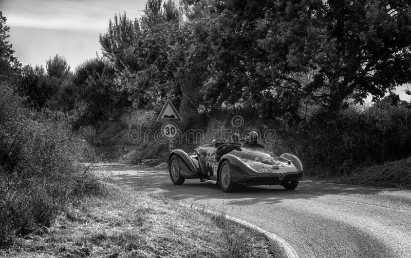 PESARO COLLE ΣΑΝ ΜΠΑΡΤΌΛΟ, ΙΤΑΛΊΑ - 17 ΜΑΐΟΥ - 2018: ALFA ROMEO 6C 2300 Β παλαιό αγωνιστικό αυτοκίνητο ΚΚ SPIDER TOURING 1938 στη στοκ εικόνες