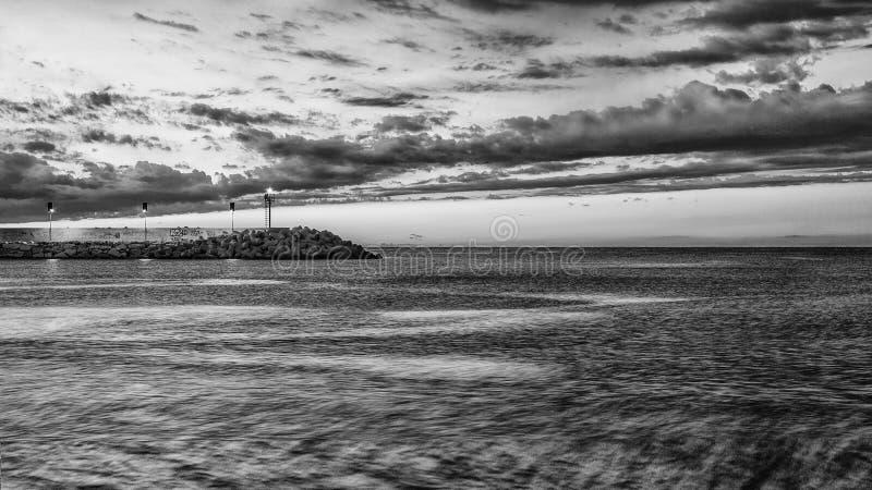 Pesaro, Italië juni 2017 - mening van de haven met vuurtoren stock foto