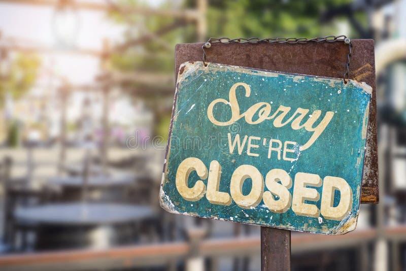 Pesaroso nós somos sinal fechado que pendura fora de um restaurante, loja, imagens de stock
