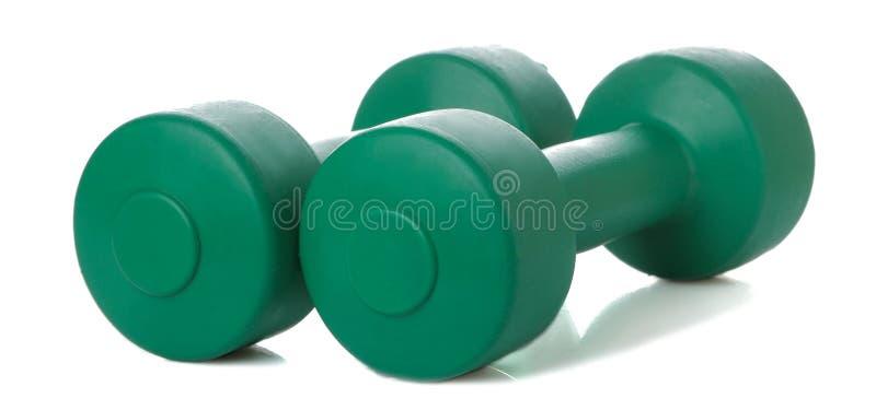 Pesas de gimnasia para el verde de la aptitud en un fondo aislado blanco Equipo de deporte fotos de archivo libres de regalías