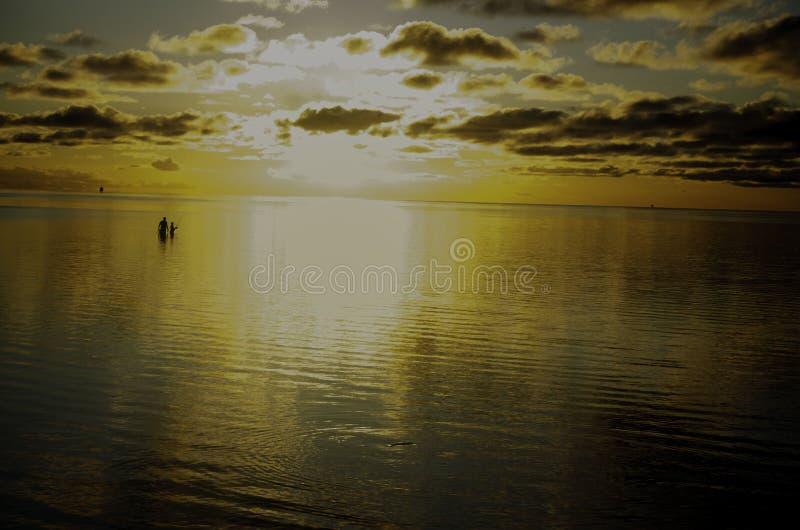 Pesca al atardecer fotos de archivo