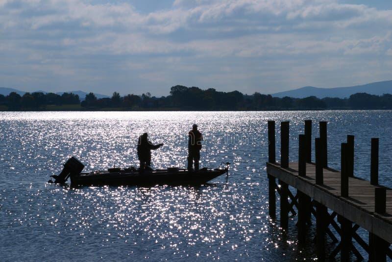 Pesca baja por la luz de luna imágenes de archivo libres de regalías