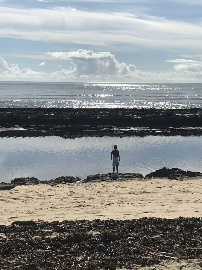 Pesca brasileira do menino na tarde fotografia de stock