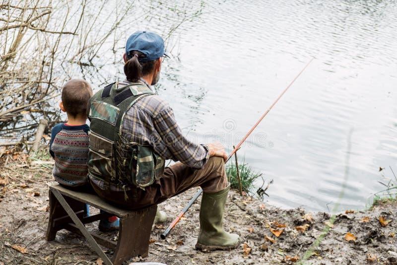 Pesca com avô foto de stock
