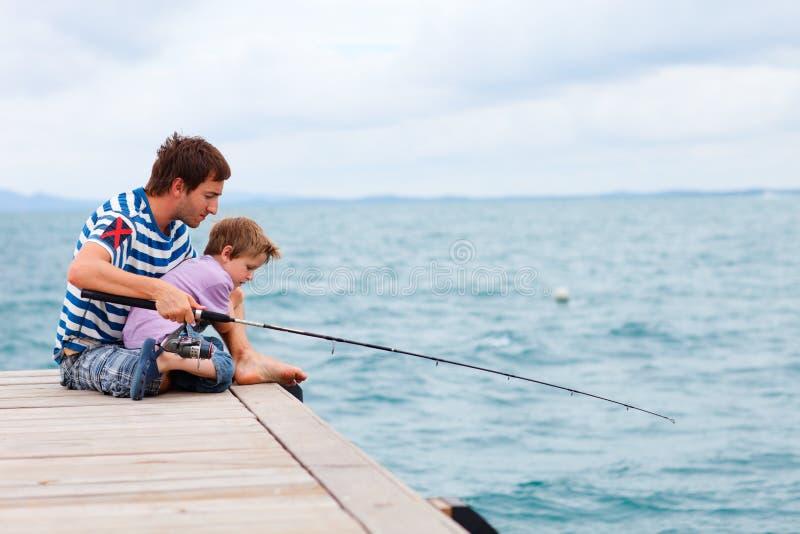 Pesca da família foto de stock royalty free