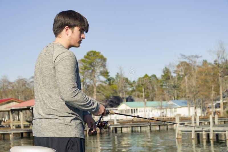 Pesca da perda no barco baixo no lago imagens de stock