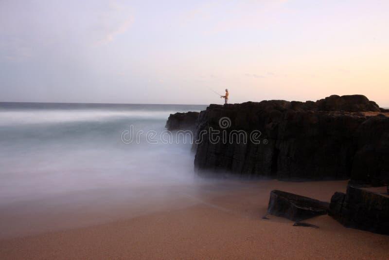 Pesca da praia em Ballito, África do Sul fotografia de stock royalty free