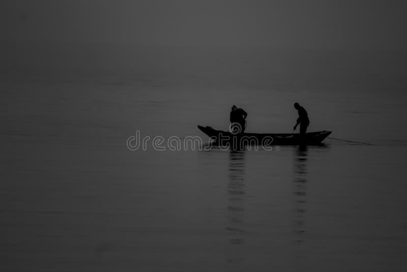 Pesca de ayuda foto de archivo libre de regalías