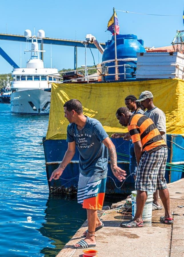 Pesca de cuatro hombres en Curaçao foto de archivo